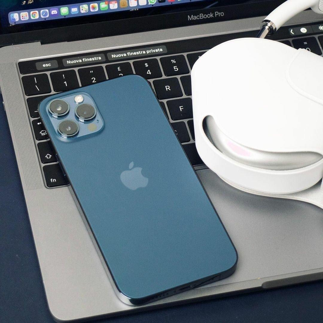 Macbook + iPhone + Airpods Max 💯🔥 What a combination! Place your orders 🛒 #sonko  #GalaxyS21  #BBINonsense  #KameneAndJalas