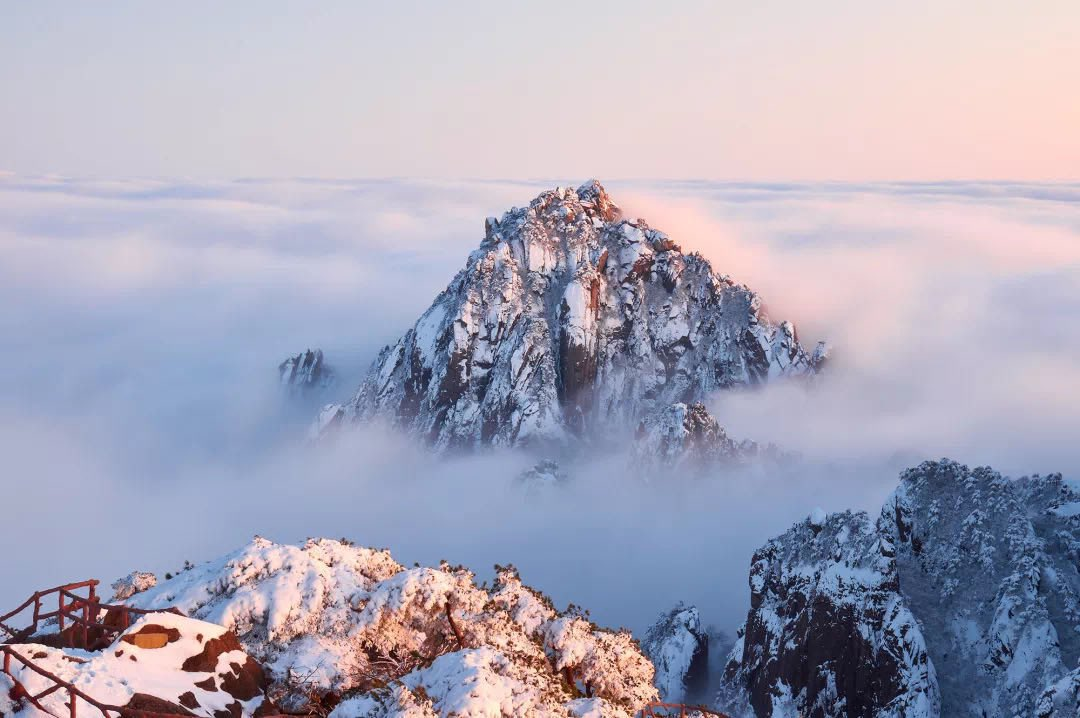 If you want to see the #snow❄️❄️ scene and sea of ​​#clouds in Huangshan, you should pay more attention to the weather forecast of Huangshan before setting off. https://t.co/HBnIRDIhLi