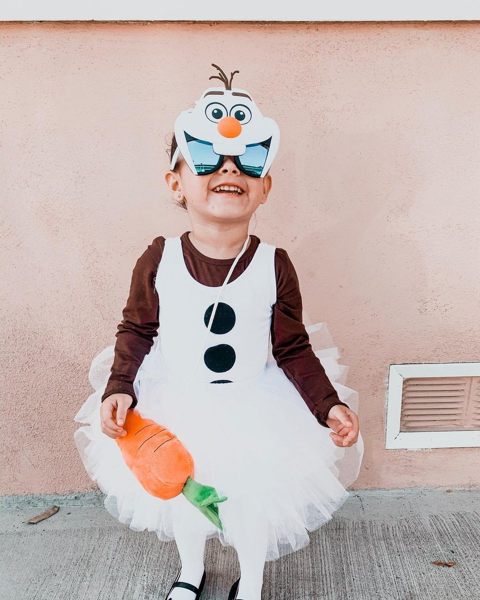 What is the weather like where you are today? Is it a #Snowman kind of day or more of a #sunny beach day?! Either way, this little #Olaf looks prepared for both! 🕶️ Featuring @forevermagicalstyle  in our #Disney #FROZEN collection ☃️