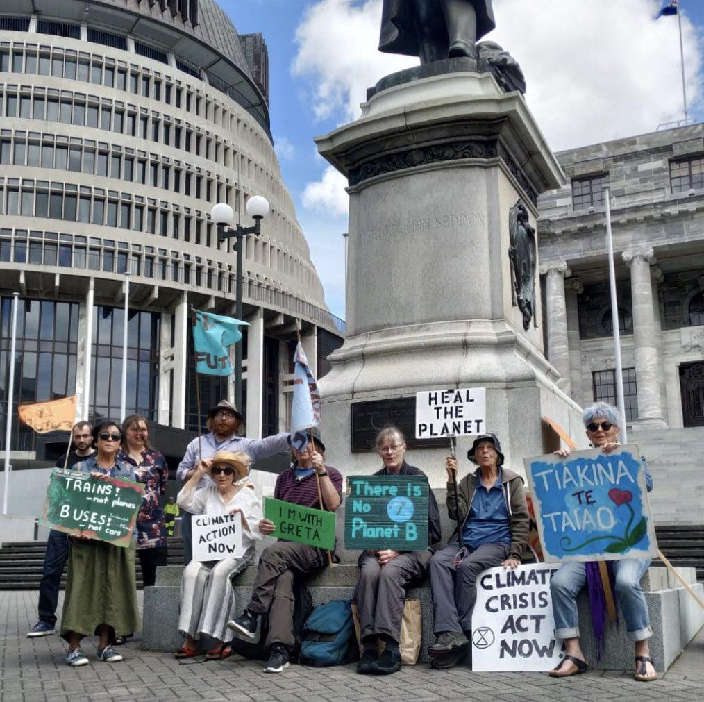 Fridays for Future! Welington NZ  We demand #ClimateActionNow  @fff_europe @FFF_USA @parents4futureG @FFFIndia @FFF_Sweden @FFFireland @FFFRussia @350nz @fff_Sydney @GretaThunberg @jacindaardern https://t.co/0Vkb4iA1St