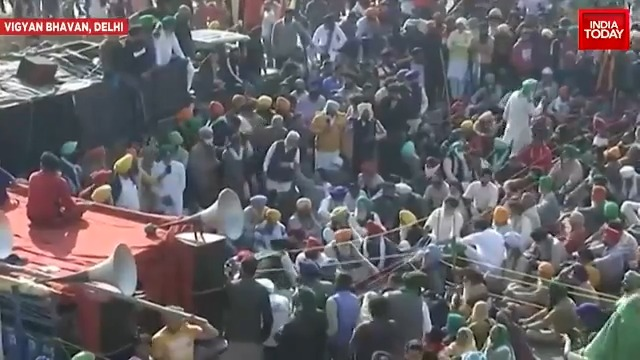 Union Agriculture minister Narendra Singh Tomar arrives for the 11th round of talks with farmers over #FarmLaws| @nabilajamal_, @Rahulshrivstv #FarmersProtest #ITVideo