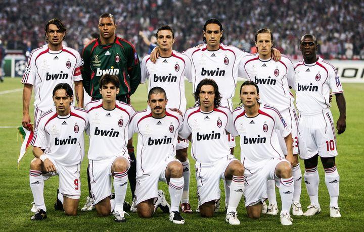 🏆 Aquel increíble Milan   Tu jugador favorito era _____ ❤🖤  #UCL
