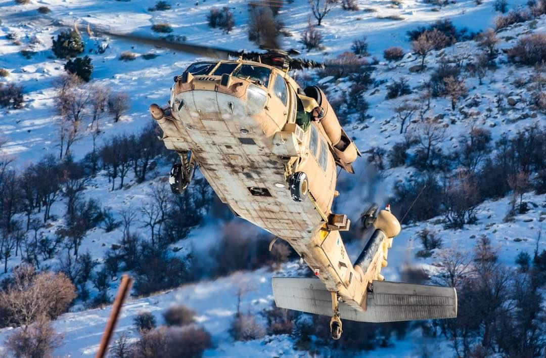 أفيخاي يغرد : استعدوا! التقطوا أنفساكم سنأخذكم برحلة فوق قمم #حرمون_جبل الشيخ بمروحية #بلاك_هوك التابعة لسلاحنا ال…
