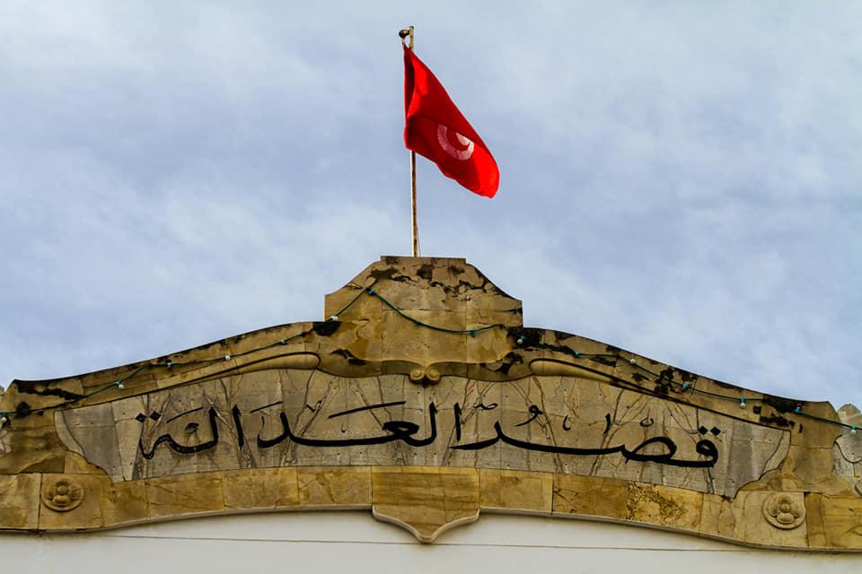 Devant le Tribunal de Première Instance de Tunis, pour la libération des Jeunes arrêtées lors des manifestations .. #Tunisie