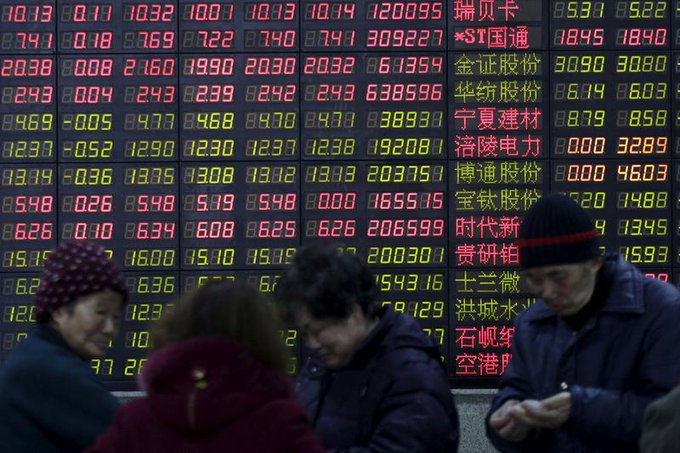 Stock bubble worries push Chinese investors from home to Hong Kong Photo