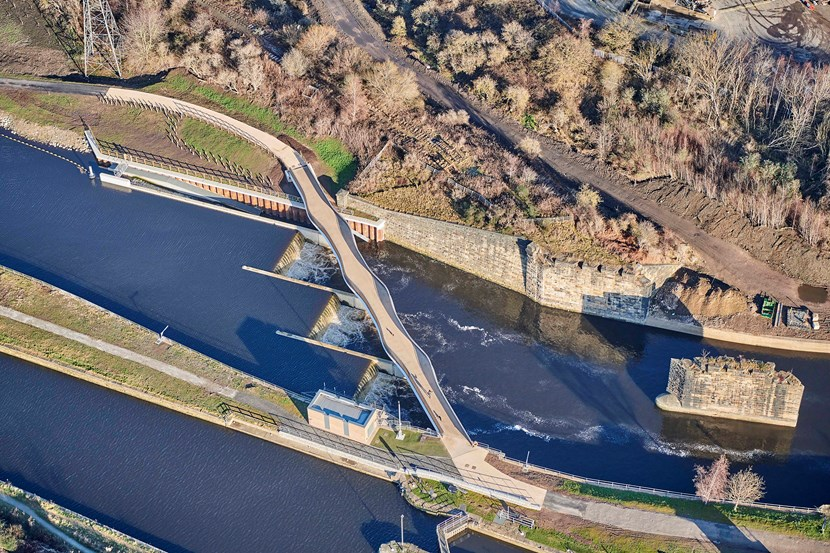 River Aire levels have now subsided so the weir at Knostrop has been restored to its fully raised position. Please refer to @CRTYorkshireNE for information regarding safe navigation bit.ly/2qc5JcE #Leeds #StormChristoph