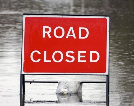 Though the @EnvAgencyYNE flood warning remains at #AllertonIngs and levels are falling, the A656 Barnsdale Rd remains closed. Closure will be lifted when safe to do so. Keep updated on warning status: bit.ly/3pcdUPZ