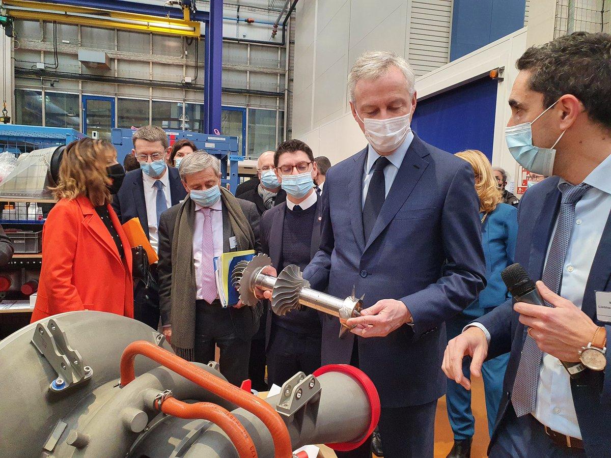 En visite chez #Liebherr, à Toulouse, avec Bruno #LeMaire pour voir comment la filière aéronautique occitane tient le choc #Airbus