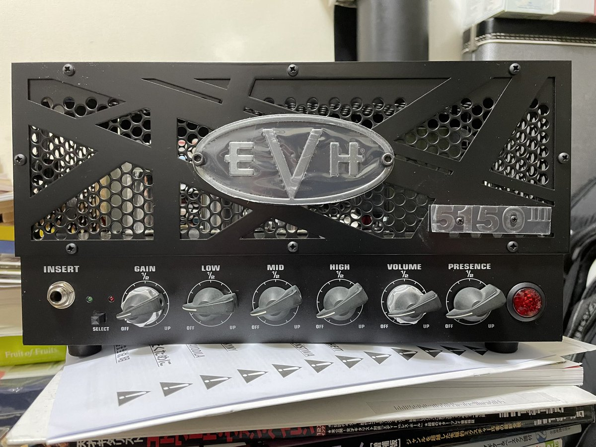 5150 Ⅲ購入。1/4の出力でも家なら十分。アンプ直で弾いた感じゲイリー期のライブの音色に近いかな。ハーモニクスは凄く出しやすい。 #5150 #EVH #EddieVanHalen