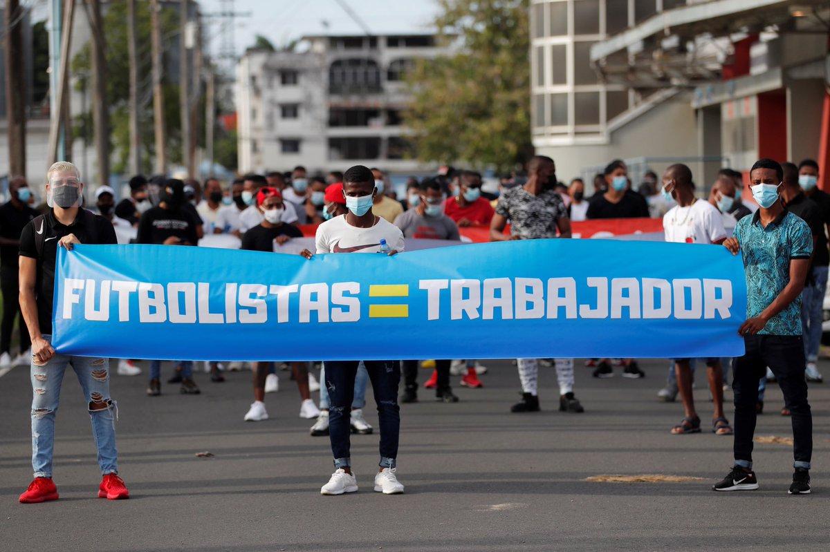 Liga Panameña de Fútbol 🇵🇦⚽️  🚨incumplimiento grave de los estándares laborales básicos  🚨intervenciones en los salarios y el límite de edad sin que haya mediado negociación alguna  🤝fundamental negociar cualquier propuesta colectiva con @AFUTPA   👉