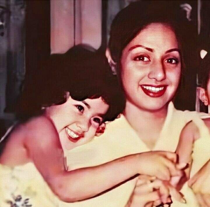 Like mother... like daughter! An adorable flashback pic of the cute Janhvi Kapoor with her mom... the elegant and gorgeous Sridevi ji #Sridevi #SrideviMovies #JanhviKapoor #motheranddaughter #daughtersarebest #daughterlove #FlashbackFriday #Flashback #flashbackfridayz #Throwback