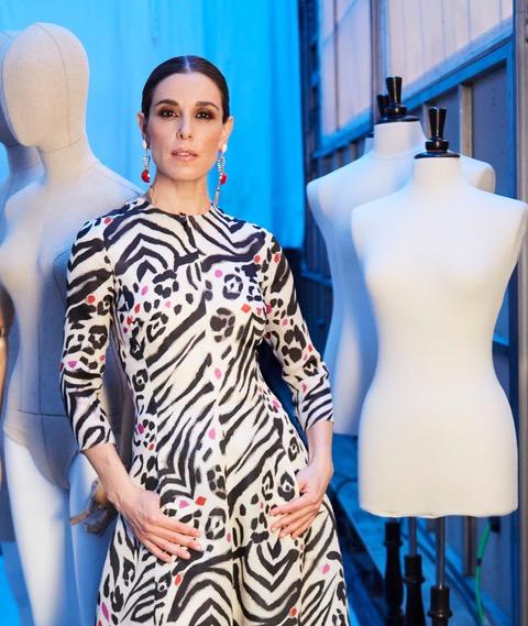 Raquel Sánchez Silva, espectacular con este vestido de #pertegaz #fw2021 en la presentación del programa @MaestrosCostura que se estrenará el próximo lunes. https://t.co/uJcDODK5Et