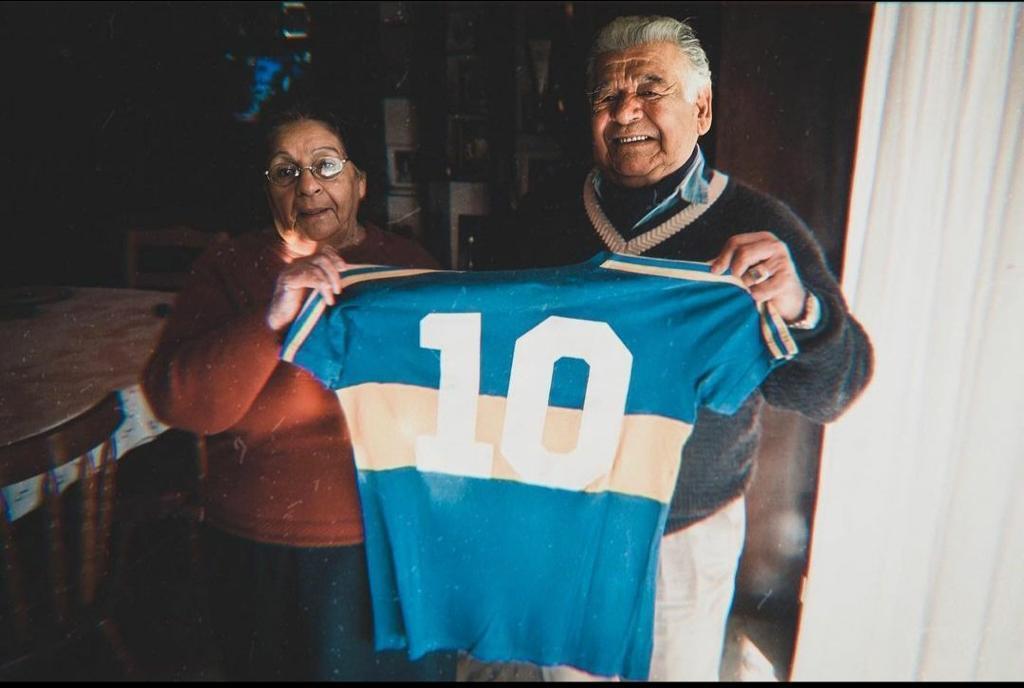 """#CARICATURASyFOTOS nº1573  #GraciasDIEGO   la """"10"""" con Doña Tota y Don Diego"""