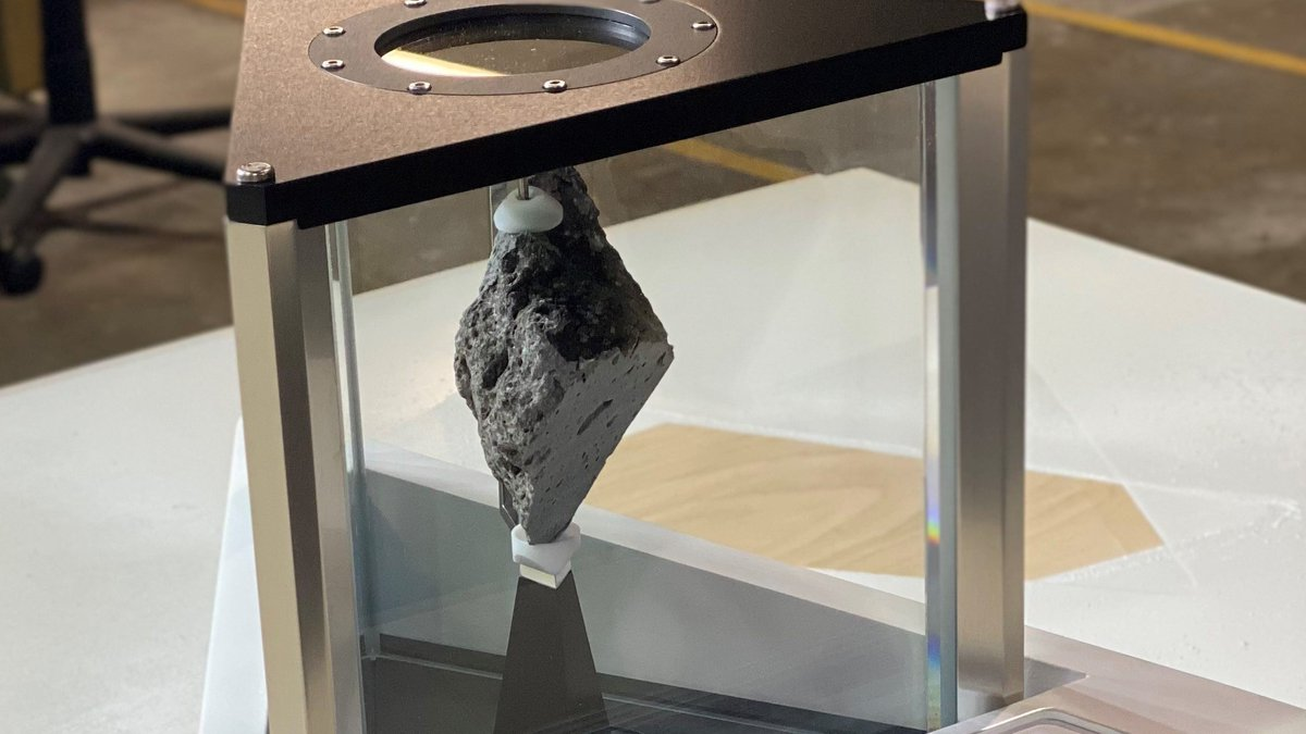 Good morning America! You all seem thrilled about Biden's moon rock. Its symbolism, of the scientific and exploratory achievements that have been made – and will ideally soon be surpassed – certainly hits home.  What you might not know is that rock has an *epic* backstory. 1/x