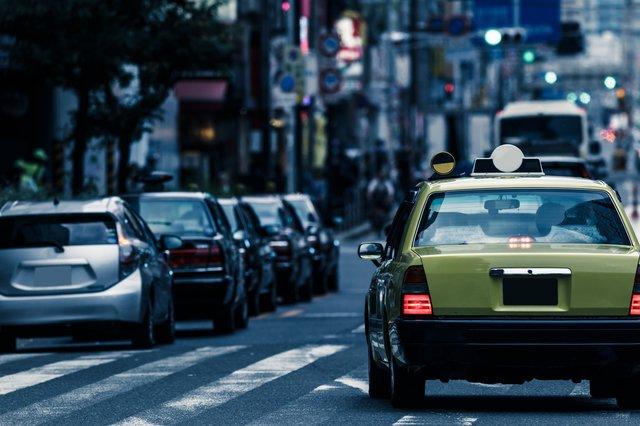 コロナ禍でも求人が絶えないタクシー業界。「誰でもできる」は本当か?皮肉にも不景気になるとタクシードライバーは増え、景気がよくなるとタクシードライバーが減る。需要と供給のバランスがうまく保てないのがタクシー業界の常である。