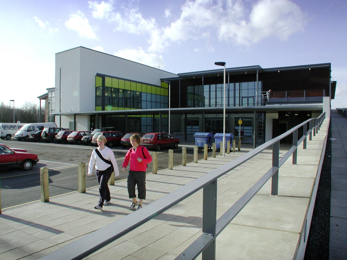 This weeks #FlashbackFriday focus is the @UoLSC on the University's Brayford Campus. The large complex is home to a range of facilities including a Sports Hall, Squash Courts, Gym and 4g football pitches. The grand opening took place in 2001 by Sir Trevor Brooking. #Lincoln