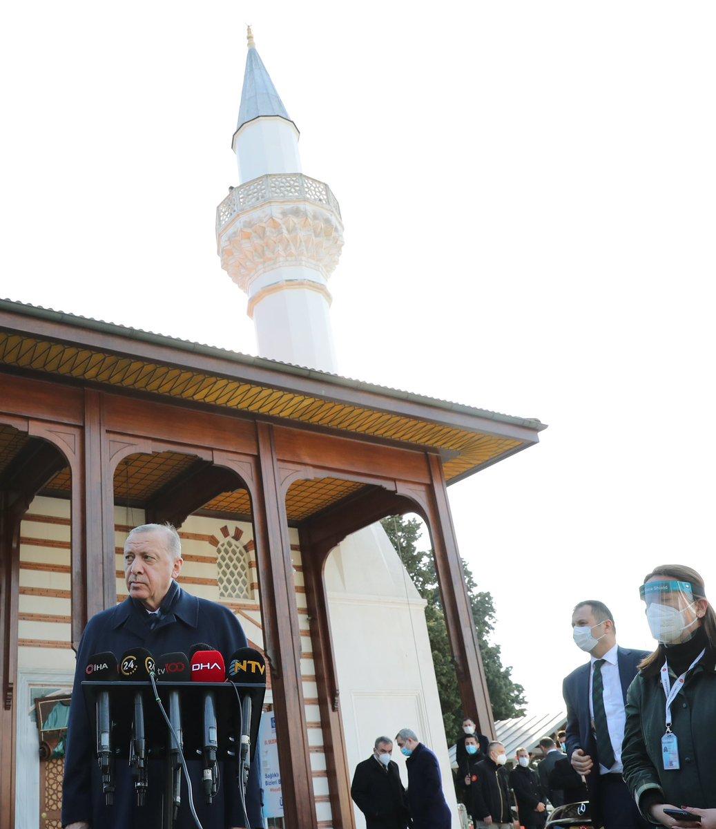 Cumhurbaşkanı @RTErdogan, Cuma namazını Üsküdar Kerem Aydınlar Camii'nde kıldı