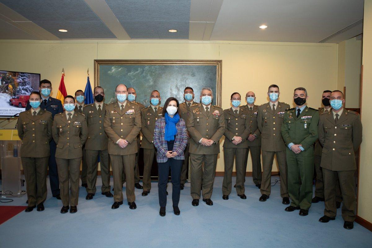 Homenaje a los hombres y mujeres de las Fuerzas Armadas, que han estado en primera línea durante la #BorrascaFilomena y la #OlaDeFrío. La @UMEgob y el @EjercitoTierra han trabajado con esfuerzo, dedicación y generosidad. Es su compromiso con los ciudadanos y con España. ¡Gracias!