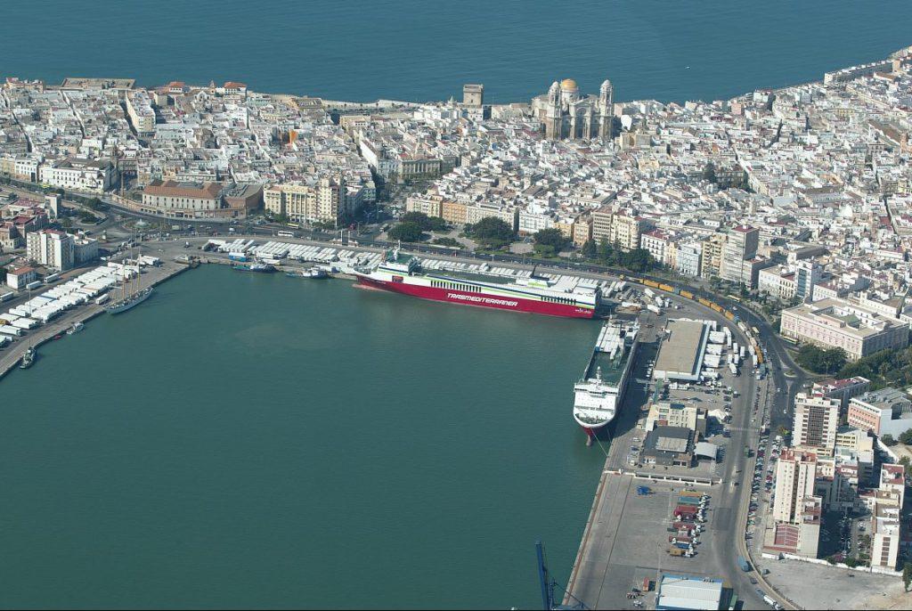 #Cádiz - #Economía 💶💶Autoridad Portuaria y Cádiz-Port aúnan esfuerzos para la promoción conjunta del sector marítimo de la Bahía https://t.co/ajsIoprcrm https://t.co/9ZU9HTmE4D