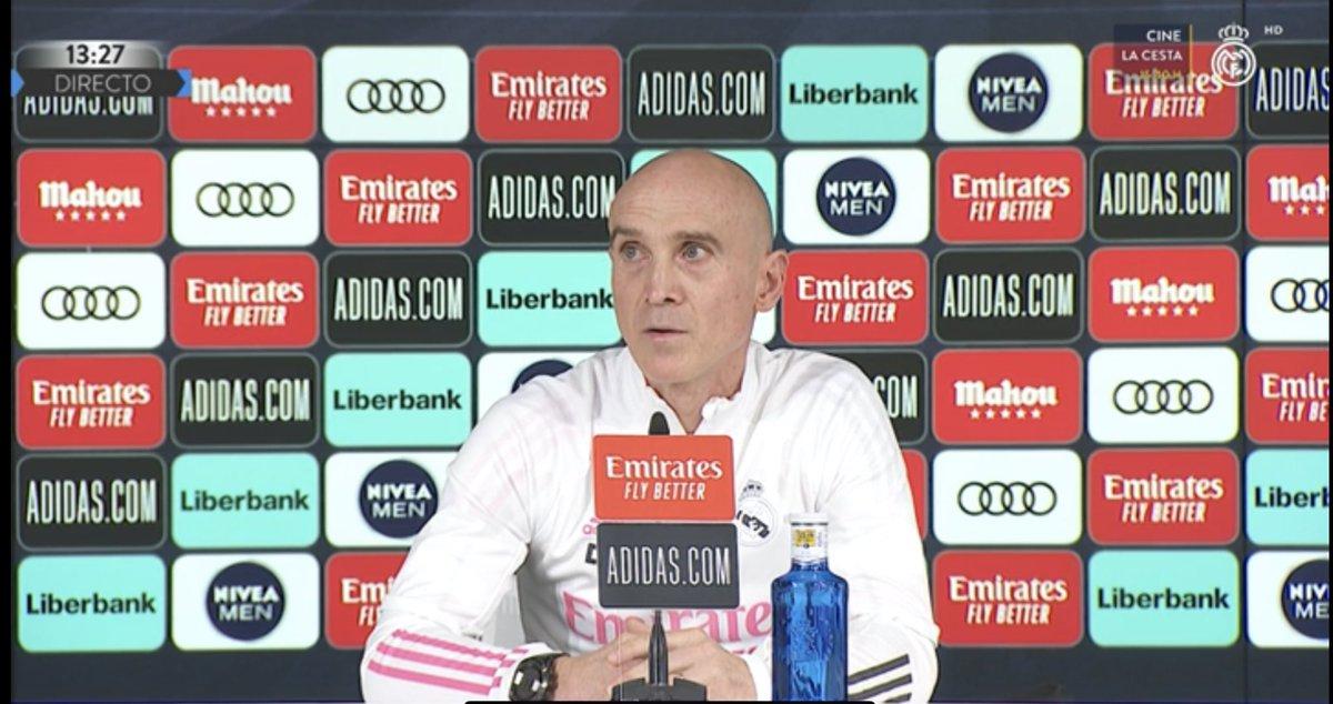 """⚪️ David Bettoni, segundo de Zidane, en rueda de prensa  👍🏻 """"Zidane está bien""""  🤔 """"No sé muy bien qué pasa con Odegaard, es un jugador importante para nosotros... como todos""""  😍 """"El fútbol es la pasión de Zidane. Le veo sonreír cada semana, disfrutamos cada día"""""""