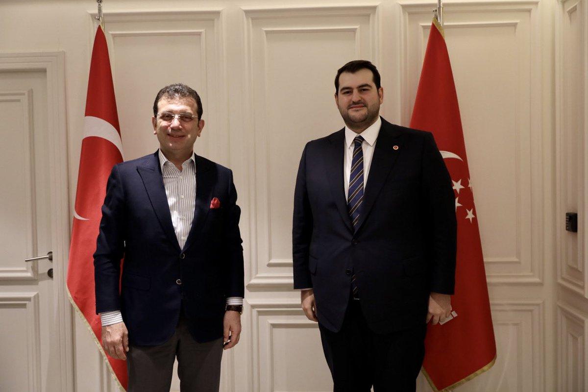 Bugün Saadet Partisi İstanbul İl Başkanı Ömer Faruk Yazıcı'yı ziyaret edip yeni görevinde başarılar diledik. İstanbul'da siyaset üstü bir yaklaşımla, 16 milyon hemşehrimizi düşünen bir ortak akılla haraket etmeye devam edeceğiz.