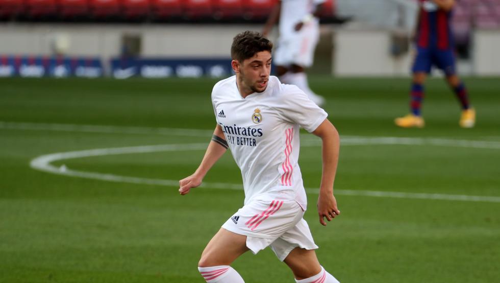 🚨 ATENCIÓN 🚨  🇪🇦 #RealMadrid anuncia que Fede Valverde tiene una lesión muscular en el aductor largo de la pierna derecha.