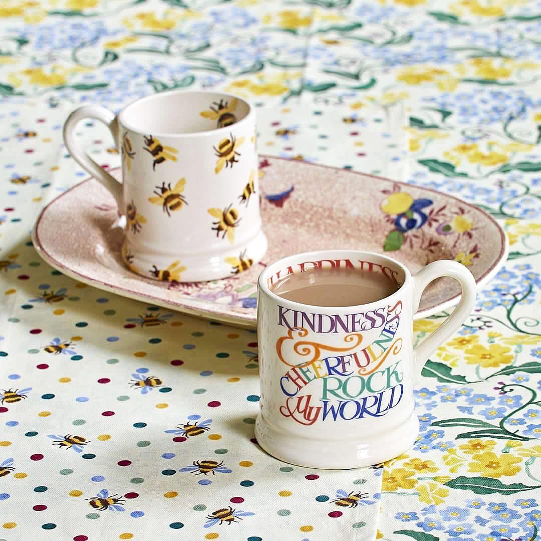 We've got all the reasons to 𝒃𝒆𝒆 𝒉𝒂𝒑𝒑𝒚 this Friday 🐝   A gorgeous delivery full of tempting @EmmaBridgewater goodies!! What better way to finish the week. We'll take one of everything, thanks! 🌼  #WorcestershireHour #emmabridgewater #beehappy #HumpDayHappiness