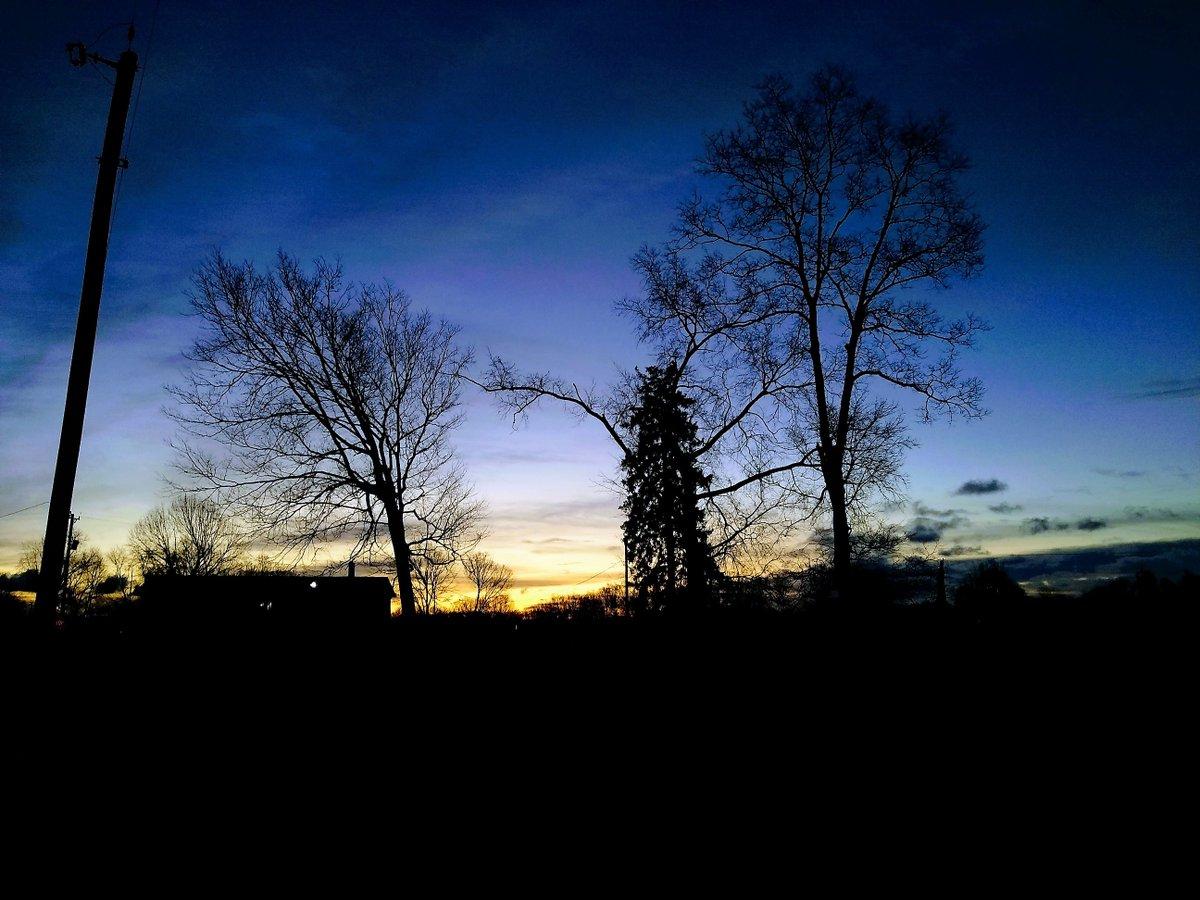 Daybreak over South Prairieton ... It's Friday, Hauteans. #fridaymorning #sunrise