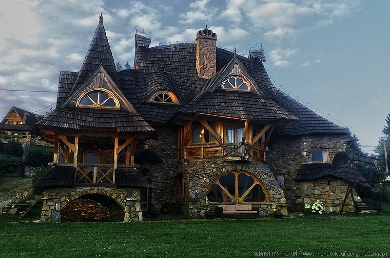 a Giant Storybook Cottage in Poland built by by architect Sebastian Piton More here : https://t.co/3dB2Jum2AS https://t.co/FKhb0RedWk