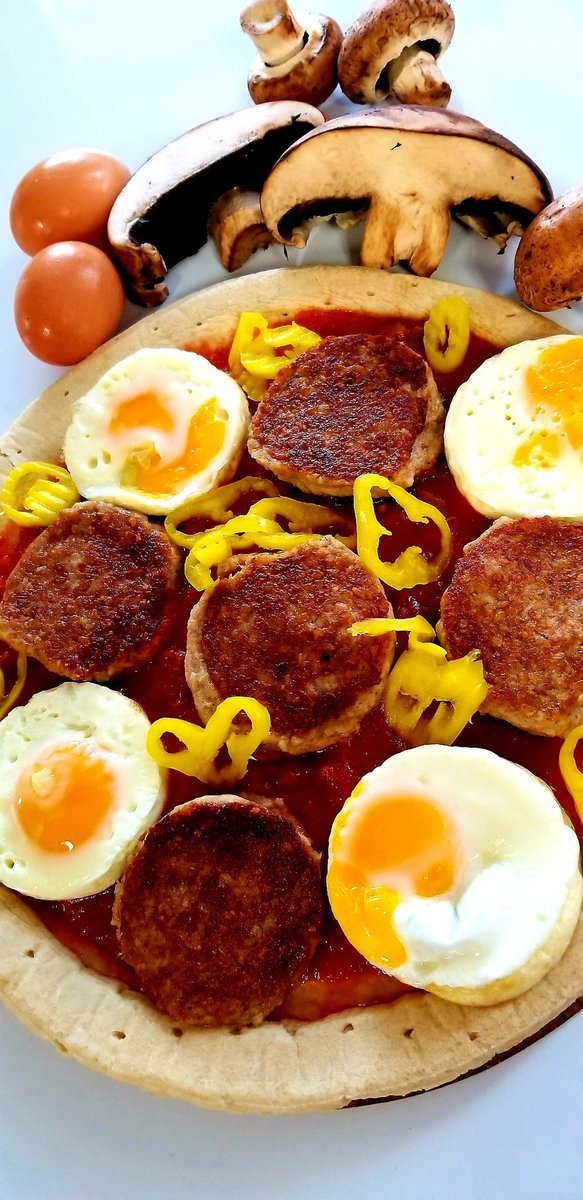 Hello Friday🌞 #fridaymorning #weekendvibes #breakfastpizza #goetta #madeincincinnati #porkopolis