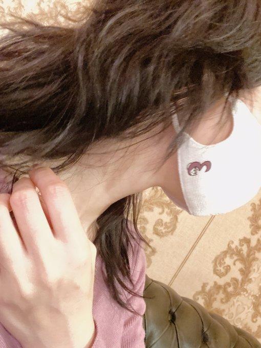 1 pic. 今日もおつかれさま♪ ネコさんのマスク♡ そしてルビーチョコ風なコーデになってた笑 (光の加減で本当はあずきいろ) https://t.co/8vhaE4uB29