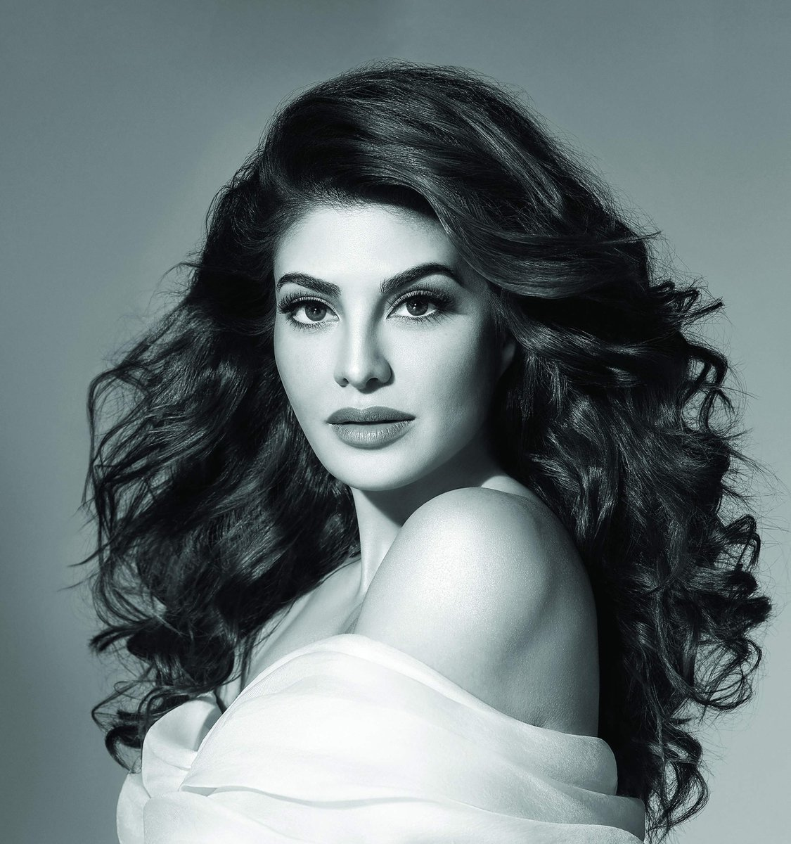 Replying to @Rubinav01234: She is a beauty queen  WE SUPPORT JACQUELINE