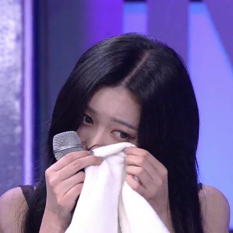 thank you nancy, for starting a revolution and your merries are now demanding a fair treatment from @mld_official_ How long I've waited for merries to unite against mld. Me crying rn FIGHTING!  모모랜드를 동등하게 대하라 MLD 아티스트에게 동등하게 대우 #MOMOLAND @MMLD_Official https://t.co/1uscr13PAa