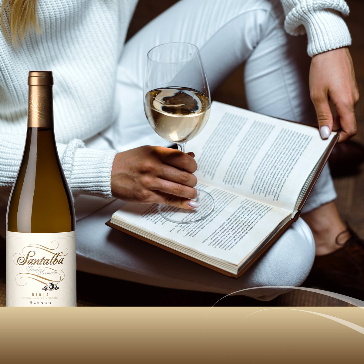 Tómate un tiempo este fin de semana para conectarte contigo mismo y desconectarte del mundo. 🧘♂️🧘♀️ Descorcha un Santalba Viña Hermosa Blanco y disfruta de tu libro favorito. 📖  #SantalbaConCalma #concalma #calma #lectura #relajación #calm #paz #BodegaSantalba #ViñaHermosaBlanco
