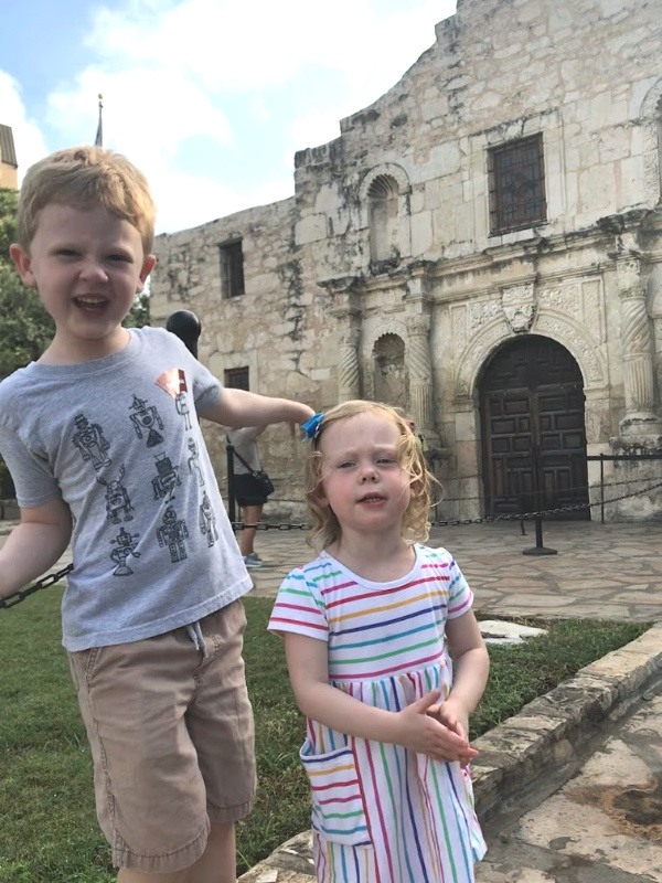 You may not know this  BUT The Alamo actually belongs to the people of Texas.  Read more 👉 https://t.co/tKG80m6Cuo  #familytravel #stemlearning #Texas #SanAntonio https://t.co/3g1CgbyXcZ