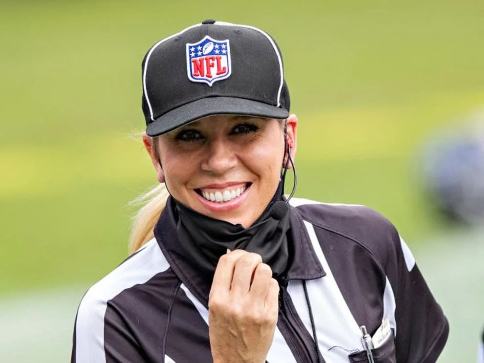 #History 🙌 #wcw #sarahthomas #NFL  #nolimits  Sarah Thomas will become the first woman to officiate in a Super Bowl after being named in the seven-strong crew for the game on 7 February. Thomas will be the down judge in a group headed by referee Carl Cheffers.