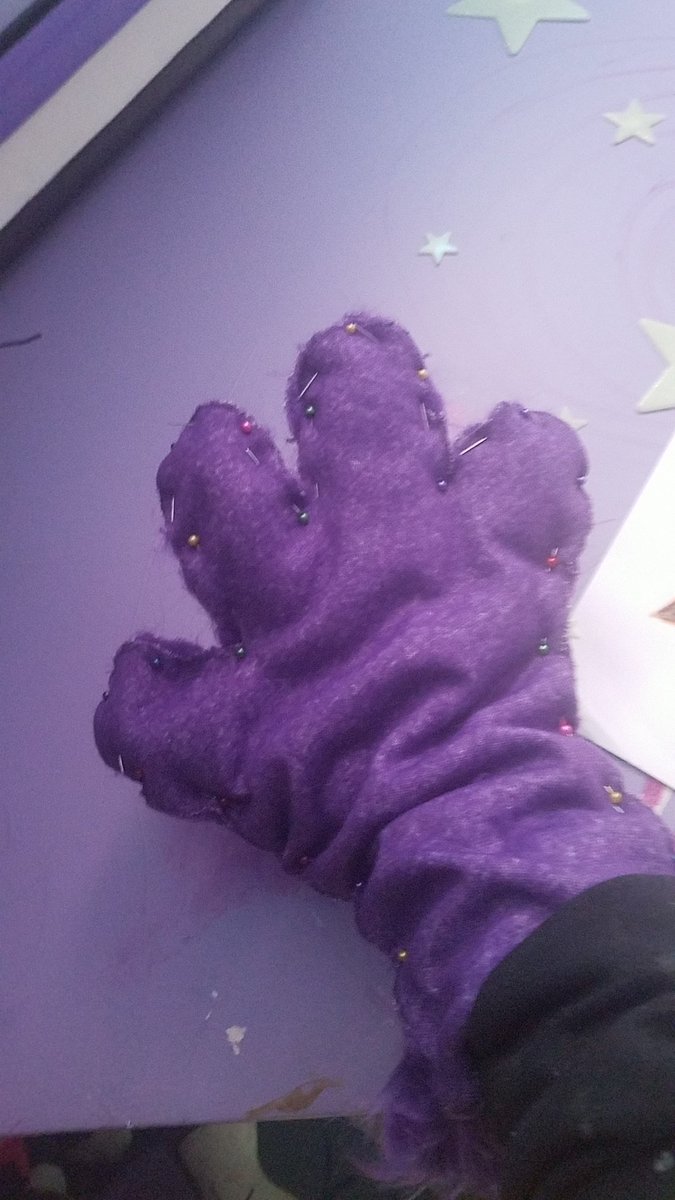 Aah its #FursuitFriday and i didnt even realize!!! Heres a wip paw for a TOTALLY not william afton fursuut hahahahhahah- Anyways enjoy the fuzzy unshaven monster ^-^