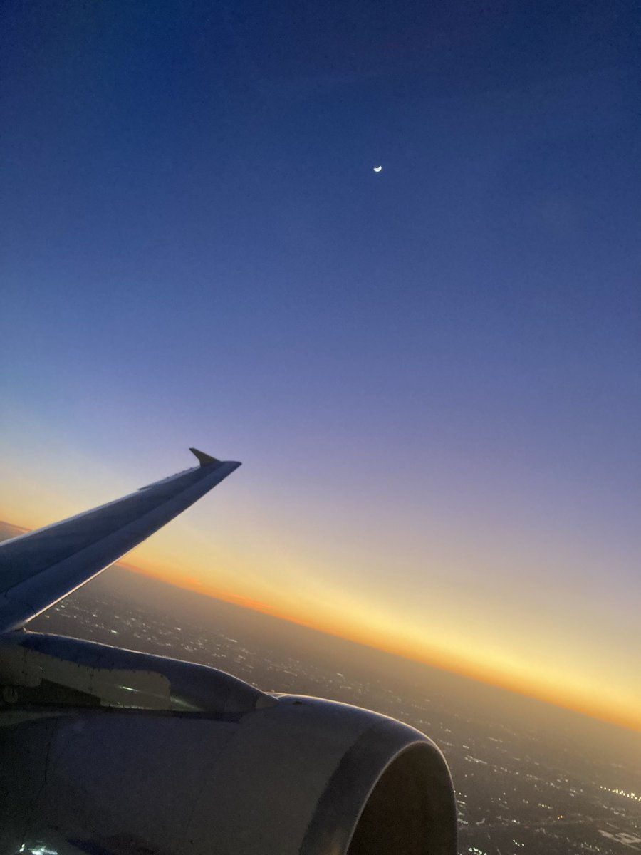 Departure from IAH headed to DFW while onboard @AmericanAir  Wing and a moon!!  #WingFriday #sunset #avgeek #AvGeeks #travel #travelling #traveler #moon