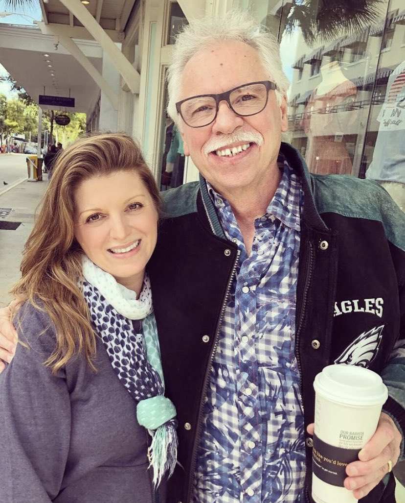 #FlashbackFriday when Lilly caught up with @joebonsall from @oakridgeboys while playing shows in Key West🥰 Sweet friend, Joe! #MusicForKids #Family #Friends #HuckandLilly #Kids #KidsMusic #KidsPlaceLive #Music #SiriusXM #Spotify #OakRidgeBoys #TheOakRidgeBoys #CountryMusic #FBF https://t.co/5O8zy4ZdU2