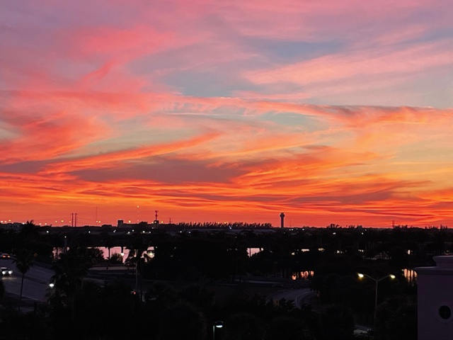 @MUEngLib My daughter lives in So Fla...here is yesterday's sunset! https://t.co/4IuAGGh0Tk