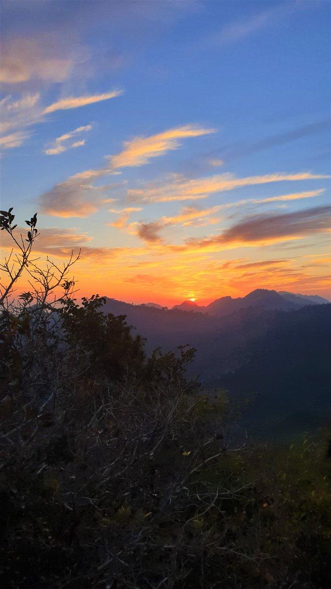 Sunset @ Margalla Hills, Islamabad. Trail-4, Dhoke Jeevan #Sunset #Hiking #Trekking #hikingadventures #Islamabad #Pakistan #MargallaHills #Trail4 #IWMB https://t.co/VrGDLZysVx