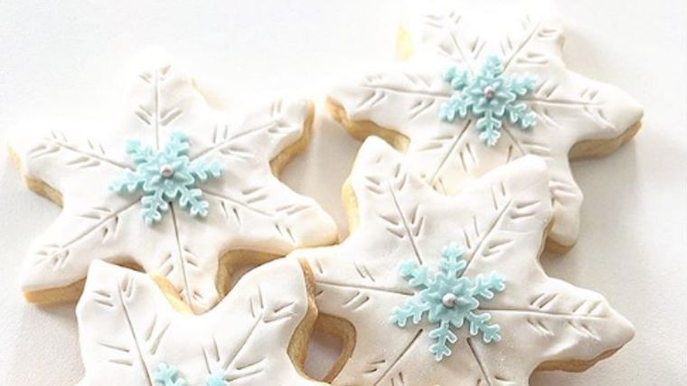 One in a million flakes! Made by: Dessiva Cookies    #satinice #madewithsatinice #lovesatinice #satinicefondant #satinicewhite #fondant #cookie #cookies #winter #winterfun #wintertime #snow #snowing #lovethesnow #wintertreats