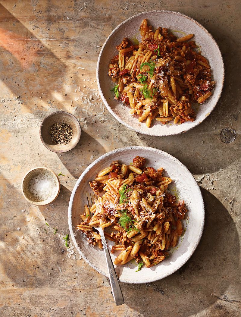 Why not treat yourself to a comforting bowl of pasta this weekend? Head to @TheHappyFoodie for this delicious recipe, from @AinsleyFoods' Mediterranean Cookbook: