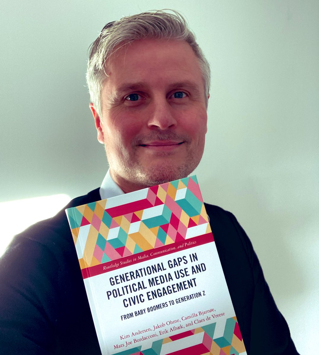 In the mail #HardbackExcitement 👏 Stoked to get the actual copy of Generational Gaps in Political Media Use and Civic Engagement. Great book project, h/t @kimandersen88, @dscheykopp and Camilla, Erik, Joe & @cfjsdu The ebook is free #openaccess: 🎀bit.ly/39TVddB