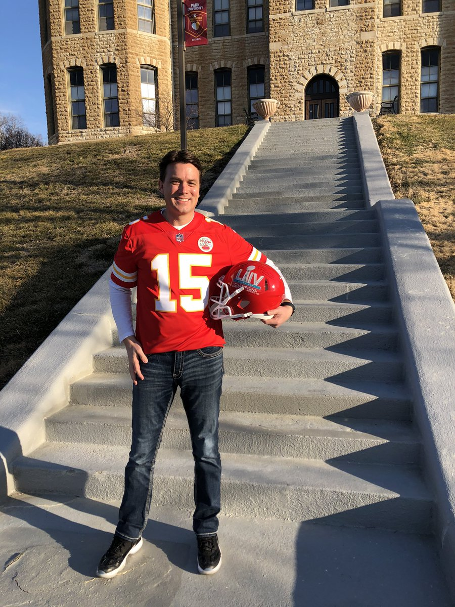🏈 Who's ready for the AFC game this Sunday?? We have Kansas City's own Interim President Smeed, and Buffalo's favorite Dr. Matt Harris donning their hometown colors in preparation! @Chiefs @BuffaloBills Which team are you? Let us know at the poll below this tweet...📝