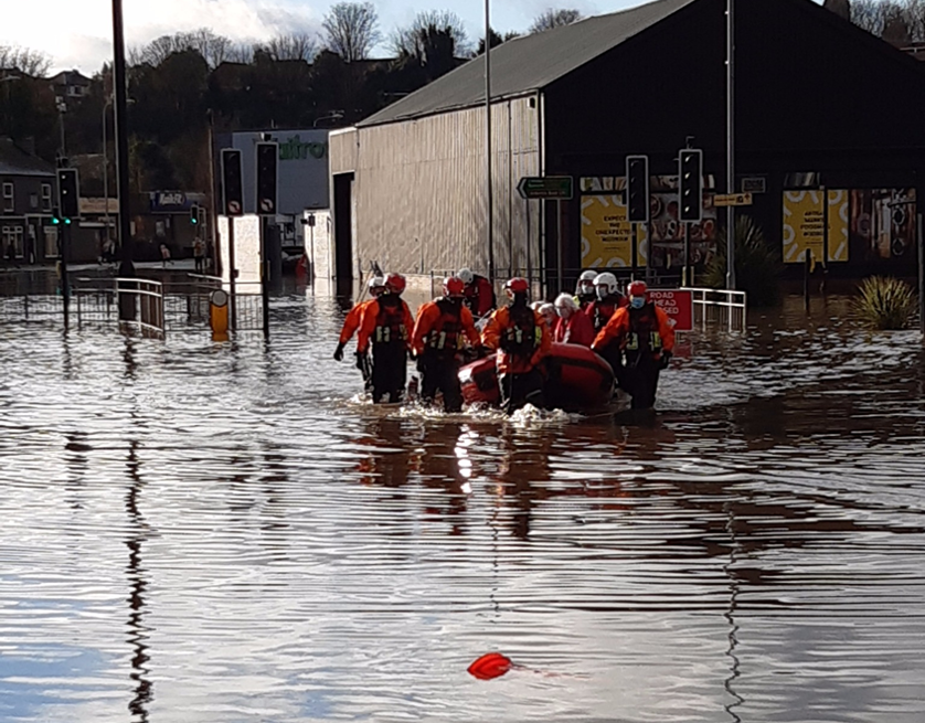 A clean-up operation is continuing in parts of #Cheshire after many areas were hit by flooding.  Emergency services remain in #Northwich, #Warrington and #Farndon where dozens of people were evacuated.  Cheshire Police declared a major incident on Wednesday. https://t.co/7m1R9BnjEZ