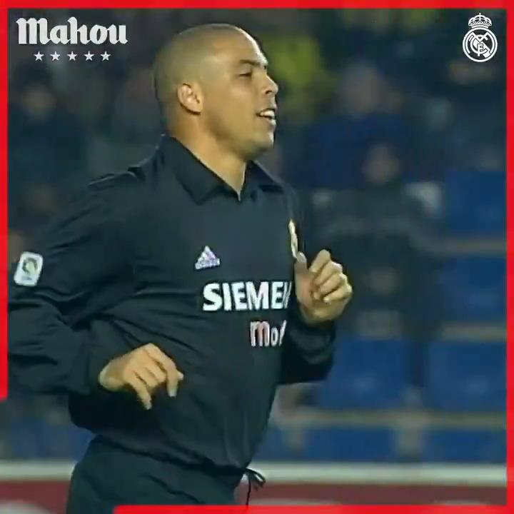 🚲⚽ ¡Bicicleta y a la cazuela! 🔥 @Ronaldo 🆚 @Alaves 🏆 @LaLiga   2002/03 @futbolmahou   #ElSaborQueNosUne