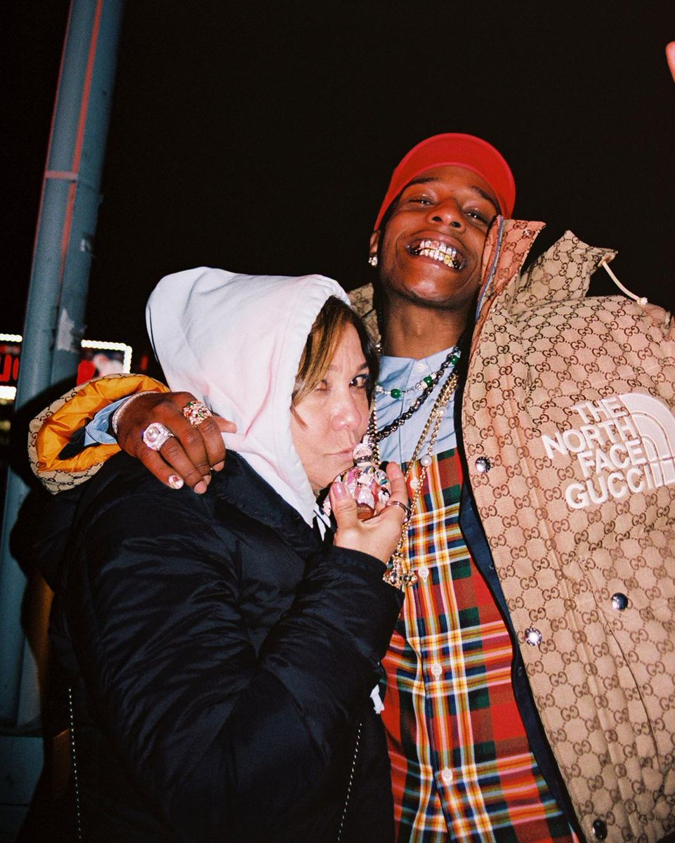 ASAP Rocky has a new grill with REAL flowers inside of it: https://t.co/u60v1p7IH7 https://t.co/rGq7tZNA2n