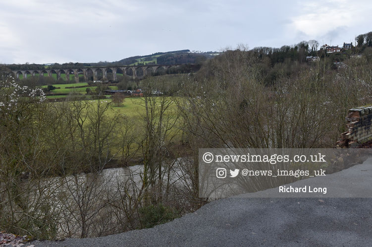 Site of a landslip in Newbridge just outside Wrexham overlooking the Pontcysyllte Aqueduct #StormChristoph #wednesdaythought #weather #FloodAlerts #newsimages @ritchie9710