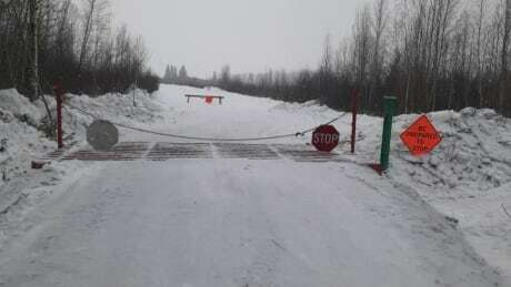 Fort Chipewyan winter road being rebuilt after mild weather melts ice cbc.ca/news/canada/ed…